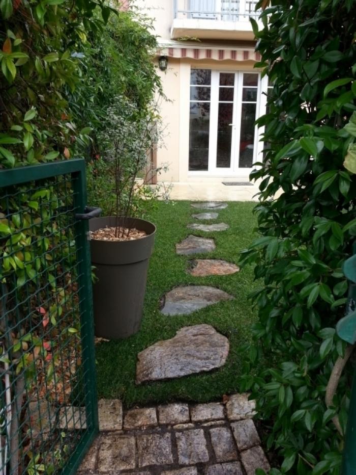 Création de pas japonais dans un jardin de Bordeaux, mise ...